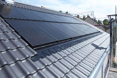 EFH Dachumdeckung mit Photovoltaikanlage in Friedberg